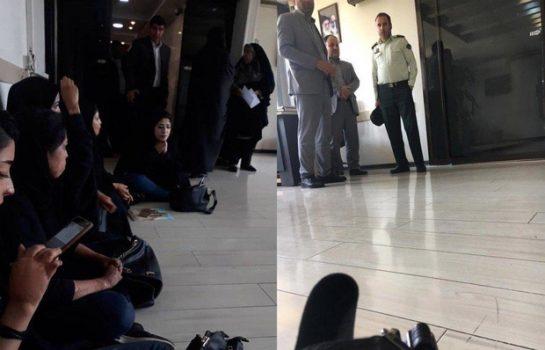 یک روزنامه نگار خبر داد: وزیر آموزش و پرورش دختران سوخته را راه نداد