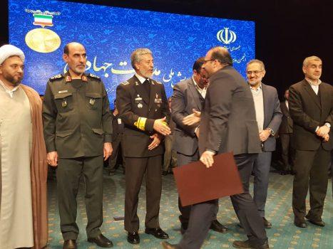 تقدیر از مدیر عامل فولاد اکسین خوزستان به عنوان مدیر جهادی کشور